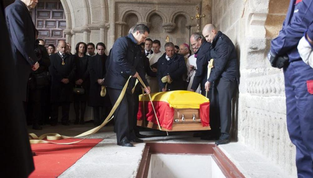 El féretro de Adolfo Suárez es depositado en la catedral de Ávila