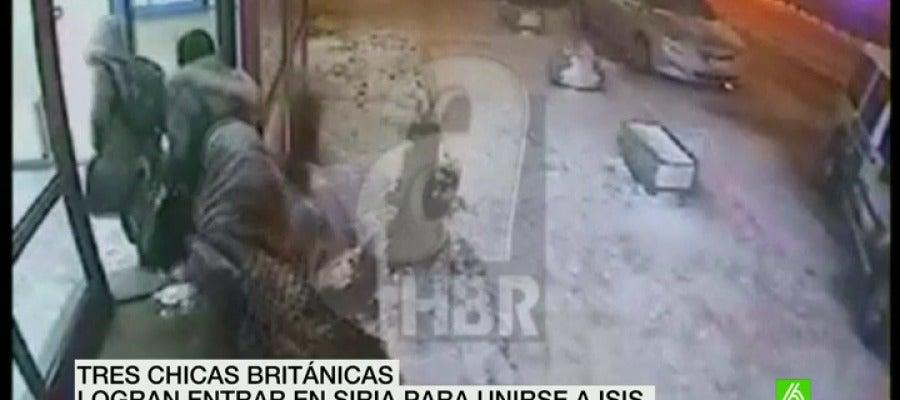 Tres chicas británicas logran entrar en Siria para unirse a ISIS