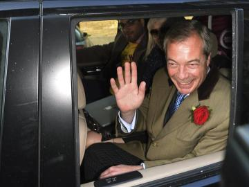 """Nigel Farage tilda ahora de """"error"""" la promesa de dedicar el dinero de la Unión Europea a Sanidad"""