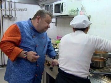 El show en los fogones de 'Pesadilla en la cocina' se convierte en una molestia para los comensales