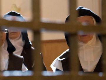 Foto de archivo de monjas en un convento