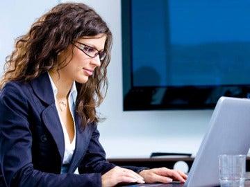 Expertos piden cuotas obligatorias de mujeres directivas para facilitar las carreras profesionales