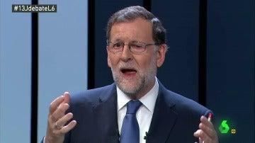 Mariano Rajoy no se resiste a la canción de 'La Macarena', sintonía del Debate 13J
