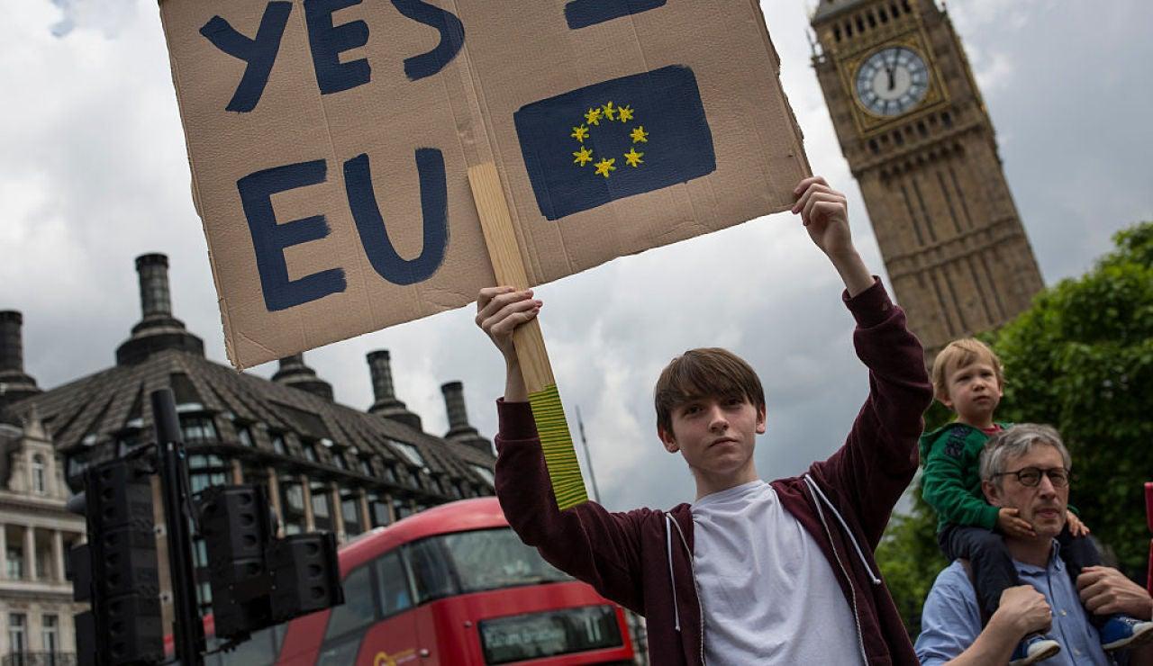 Joven clama contra el Brexit