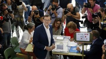 Mariano Rajoy antes de votar