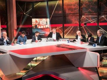 Antonio García Ferreras rodeado de sus colaboradores el 26J