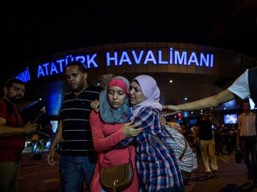 El aeropuerto de Atatürk, Estambul, vuelve a operar tras el atentado