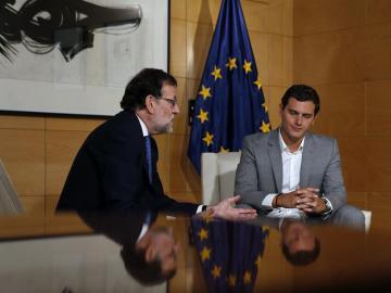 Entre nacionalistas, abstenciones y vetos: PP y Ciudadanos se lanzan advertencias mutuas para formar Gobierno