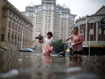Aumentan a 114 los muertos y a más de un centenar los desaparecidos por el temporal que azota a China