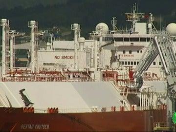 """Llega a Ferrol el primer barco cargado con gas del fracking: """"Puede ser una catástrofe, es como 120 bombas atómicas"""""""