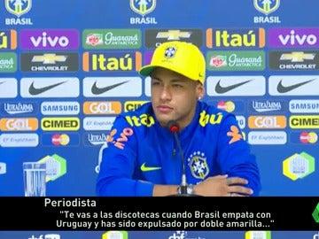 """Neymar, a un periodista: """"Tienes que empezar a ver las cosas que hago dentro del campo"""""""