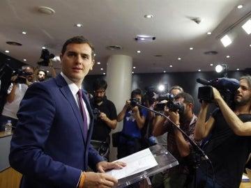 Albert Rivera propone un gobierno de coalición de PP, PSOE y Ciudadanos sin Rajoy