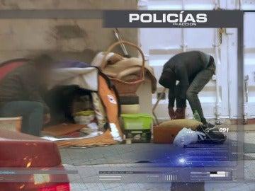 Policías en acción registra un fumadero en la Cañada Real, este jueves, en laSexta