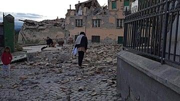 Un terremoto de 6 grados de magnitud deja más de 150 muertos en el centro de Italia