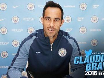 Claudio Bravo firma con el Manchester City