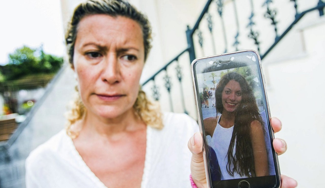 La madre de Diana Quer con una foto de su hija