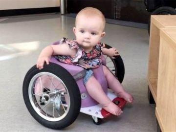 Evelyn Moore en su silla de ruedas
