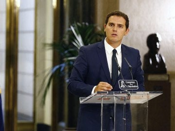 """Albert Rivera, tras el acuerdo con el PP: """"Ante el bloqueo de España, C's tomó una decisión: mojarse"""""""