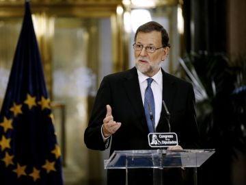 """Mariano Rajoy, sobre su acuerdo de investidura con Albert Rivera: """"Estoy muy satisfecho, pero es insuficiente"""""""