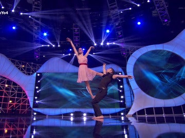 Elisabeth realiza acrobacias de suelo en la final de Eso lo hago yo