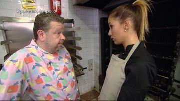 Chicote, junto a Helena, propietaria del Don Super Pollo
