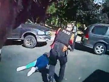 """Los vídeos del tiroteo a un hombre negro en Charlotte no aportan """"pruebas visuales definitivas"""" de que fuera armado"""