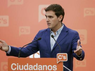 """Rivera se centra en el discurso nacional tras el 'batacazo' el 25S: """"Esperamos que el PSOE piense en España"""""""