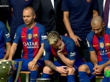 Messi, muy pensativo durante la foto oficial del Barcelona 2016/17