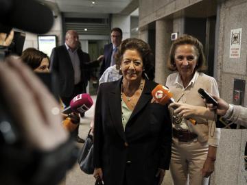 Rita Barberá acude a su primera reunión del Grupo Mixto en el Senado