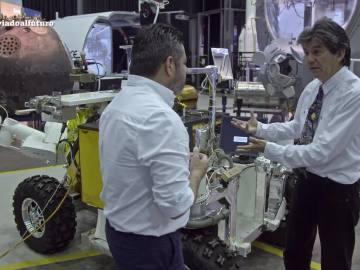 """Robots equipados con impresoras 3D construirán viviendas en la Luna: """"Podemos crear una ciudad como Las Vegas"""""""