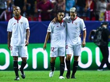 El Sevilla celebra el gol ante el Lyon