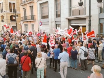 Manifestación contra Puig a las puertas del PSPV