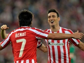 Beñat celebra su gol con Aduriz