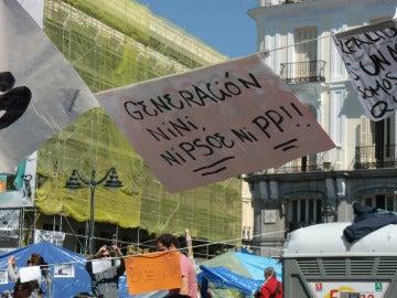 Pancarta de la 'Generación Nini' en la Puerta del Sol