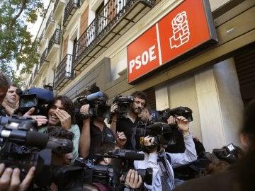 Guerra de interpretaciones de los estatutos del PSOE: ¿Está obligado Sánchez a irse?