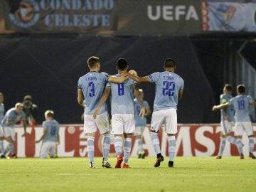 Los jugadores del Celta celebran el 1-0 en Balaídos