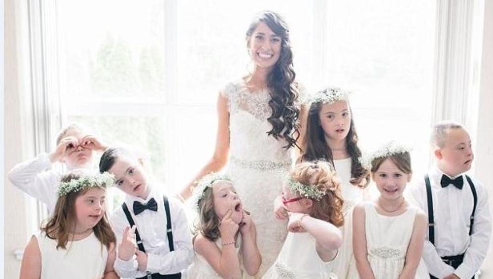 La novia con todos sus alumnos como invitados de honor