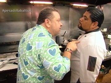 """Chicote se enfrenta al amante de la cocina, Ronal: """"¿Dónde aprendiste tú a cocinar, en una cueva de trolls?"""""""