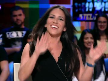"""Irene Junquera canta con fuerza para encontrar a Pedro Sánchez: """"No se le ve el pelo ni en su casa ni en Ferraz"""""""