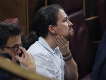 """El enfrentamiento entre Iglesias y Rajoy por el uso de Twitter: """"Con las redes sociales no, pero con los SMS de maravilla"""""""