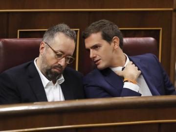"""Las cámaras del Congreso cazan a Rivera insultando a Pablo Iglesias: """"Vaya gilipollas..."""""""