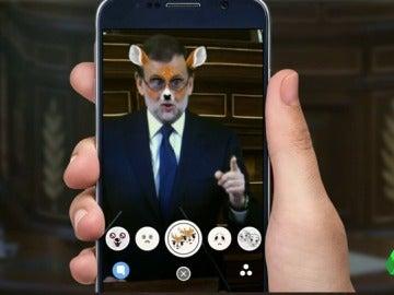 ¿Qué hacía Pedro Sánchez con su móvil en el Congreso? Los mensajes de Snapchat del exlíder del PSOE
