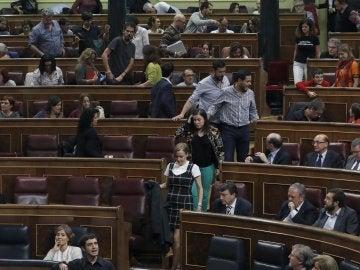 Unidos Podemos abandona el Congreso durante unos minutos después de que Pablo Iglesias no pudiera responder a Rafael Hernando