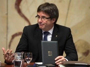 Puigdemont no paraliza su calendario y convoca la primera cumbre para preparar el referéndum el 23 de diciembre