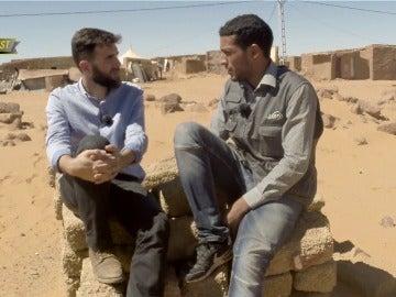 Gonzo y un periodista saharaui