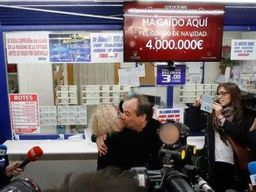 Los propietarios de la administración de Lotería de Madrid que ha vendido el Gordo íntegro