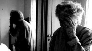 Imagen de archivo de una mujer mayor