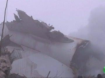Frame 1.488377 de: Al menos 37 muertos en un accidente de un avión de carga turco en Kirguistán