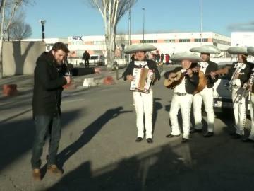 Gonzo recibe a Bárcenas con mariachis