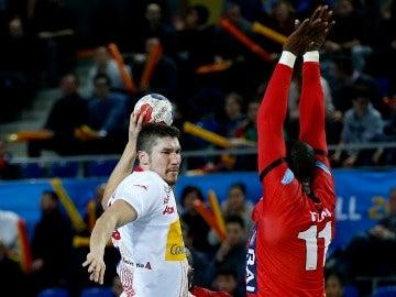 Alex Dujshebaev realizando un lanzamiento
